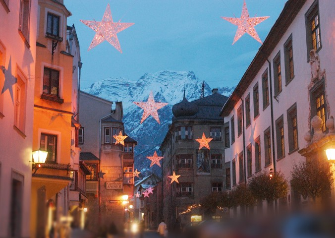 the stars of Hall in Tyrol -christmas market